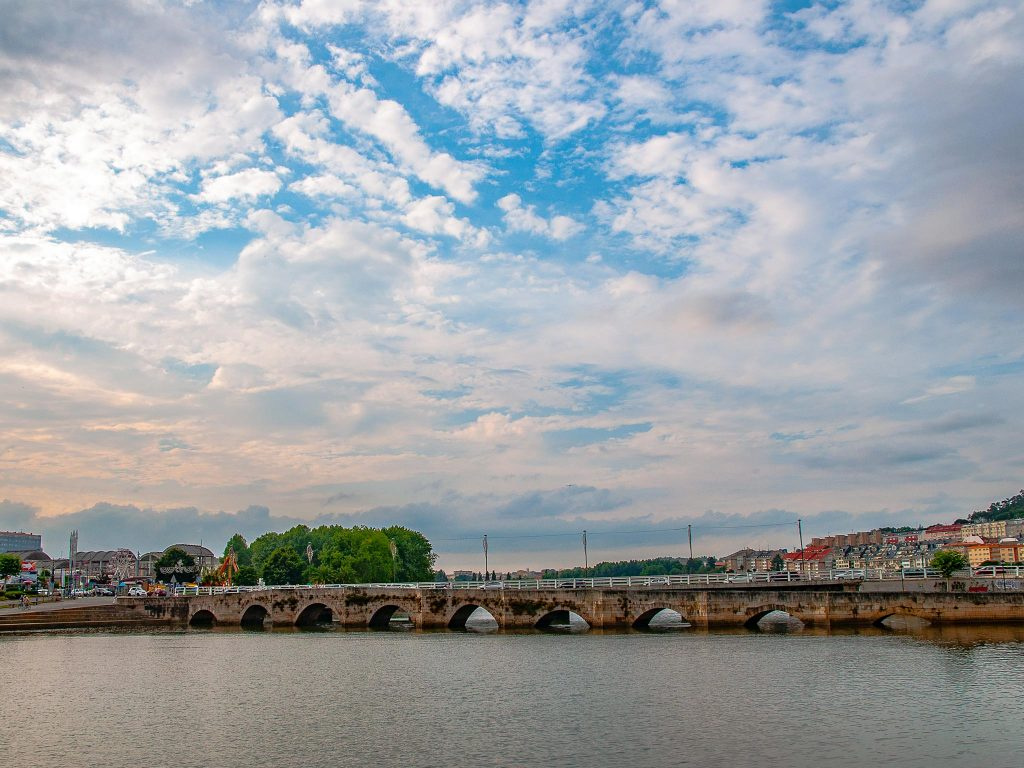 Cambre-Puente-románico-Ruta-Faros-Galicia